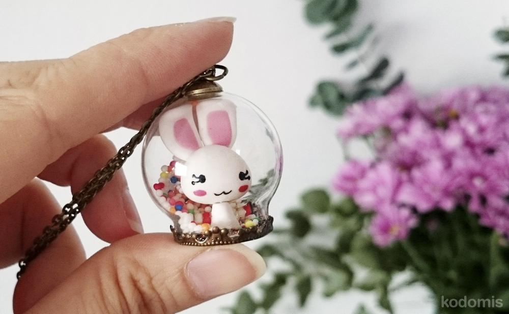 Colgante bola de cristal kawaii de conejo