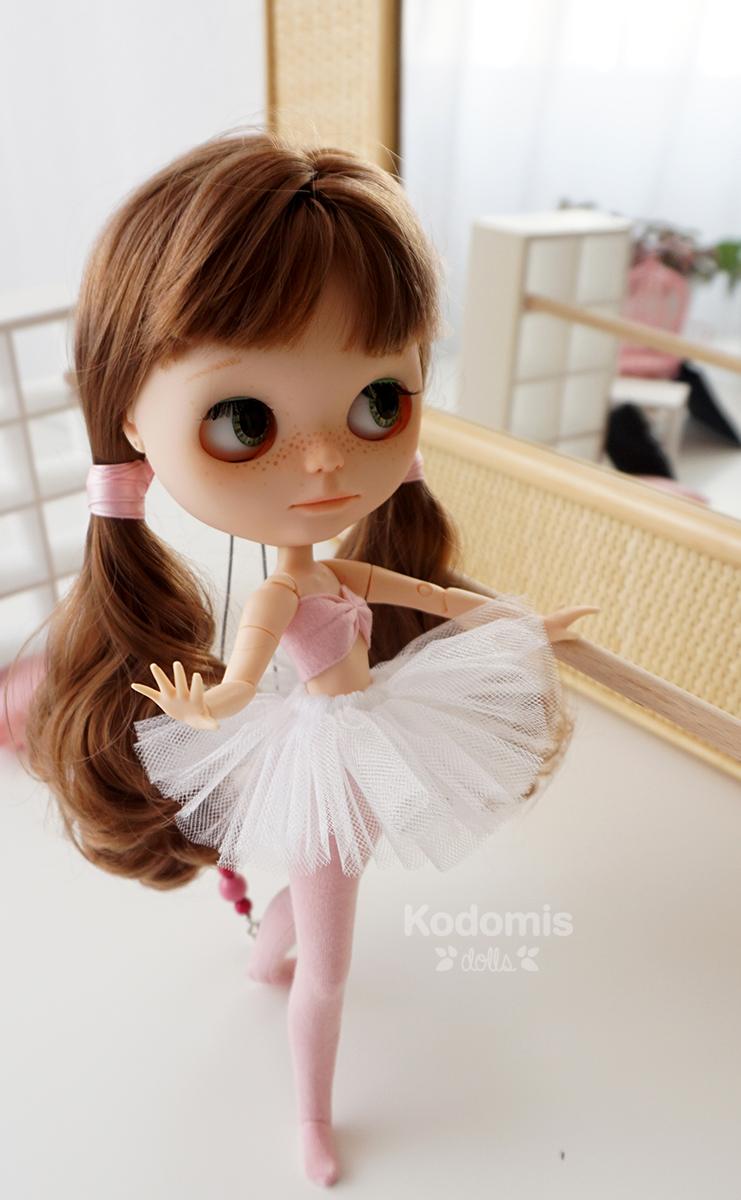 Blythe Midori Panda ballet 2