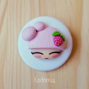 chapa con muñeca fruta fresa en color pastel